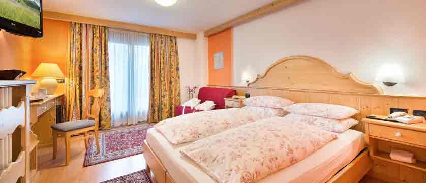 italy_livigno_hotel-st-michael_superior-bedroom2.jpg